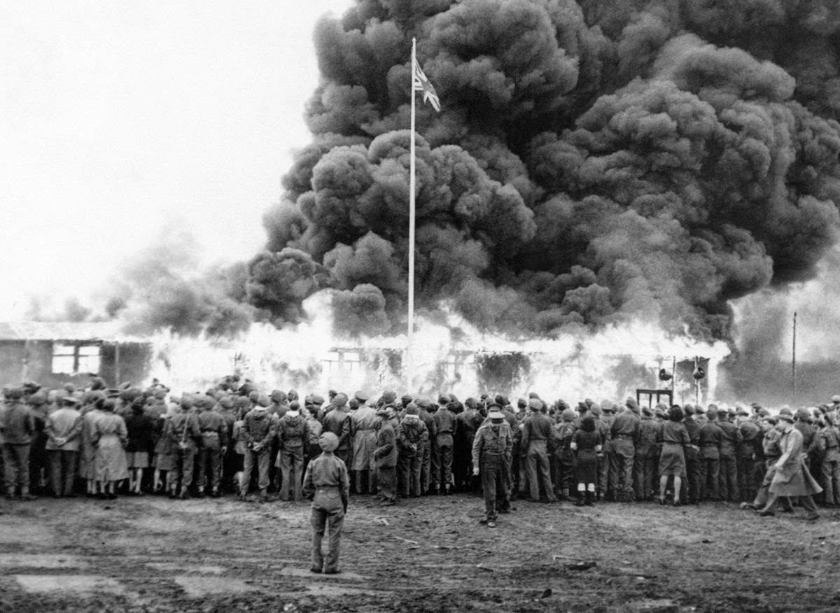 End Of The War 40 Amazing Black And White Photos Of The