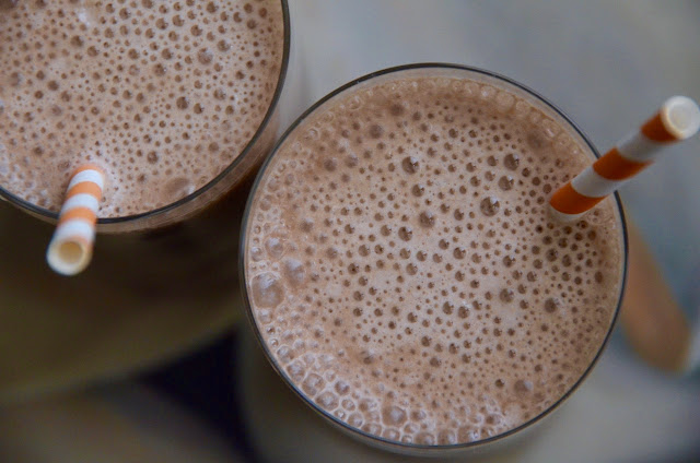 MOCHA-BANANA PICK-ME-UP SMOOTHIE