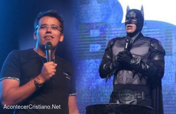 Pastor predica disfrazado de Batman