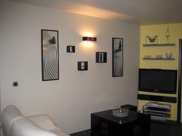 4 conseils d co pour cr er un mur de cadres dans son salon maison d cors. Black Bedroom Furniture Sets. Home Design Ideas