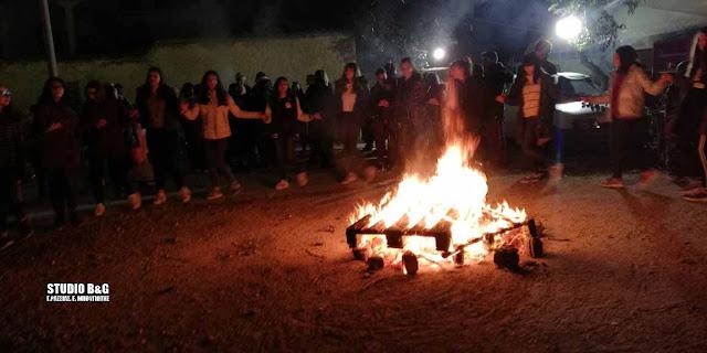 Με χορούς γύρω από τη φωτιά και σουβλάκια άνοιξε το τριώδιο στο Άργος
