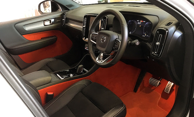 Volvo XC40 Lava Orange interior