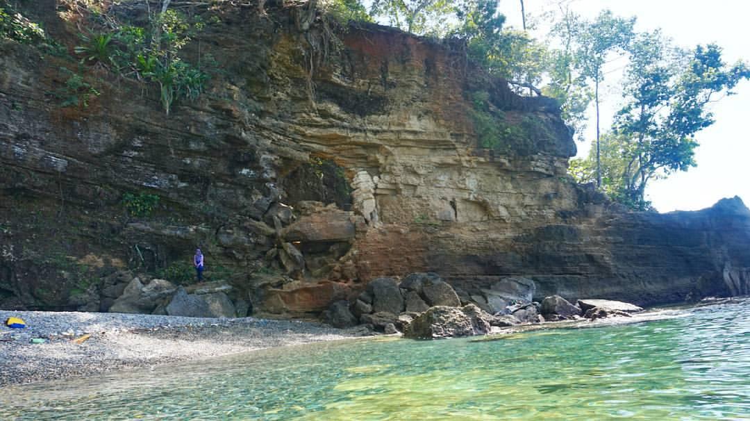 Pantai Batu Kapal Desa Liliboi Ambon Less Is More