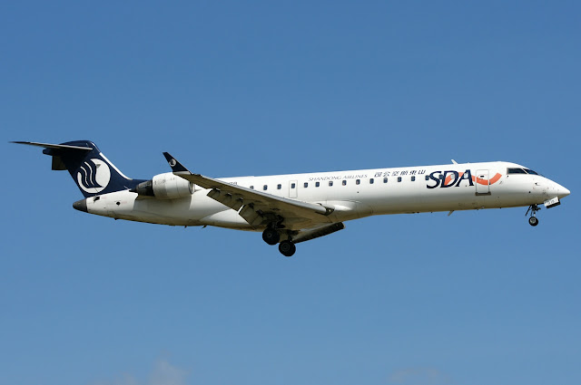 Shandong Airlines Bombardier CRJ-700