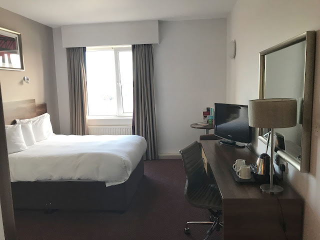 Jurys Inn Newcastle double bedroom