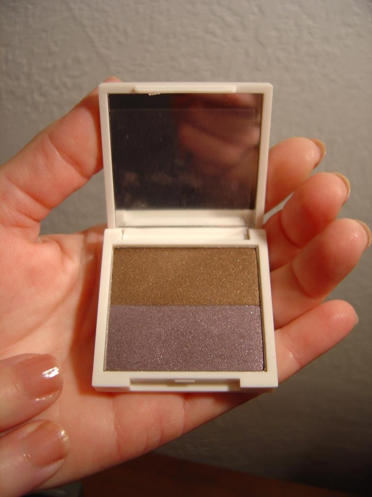 Two True Hues Eyeshadow Duo in Morning After.jpeg