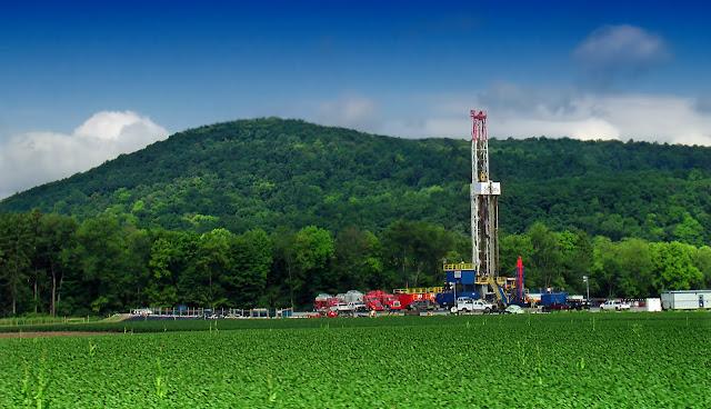 Impianto di estrazione di shale gas lungo gli Appalachi, negli Stati Uniti orientali