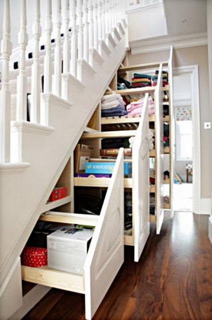 Cajones extraibles bajo la escalera