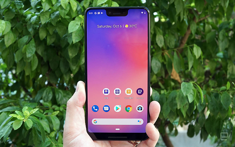 The large notch on top - courtesy to Richard Lai of Engadget.com