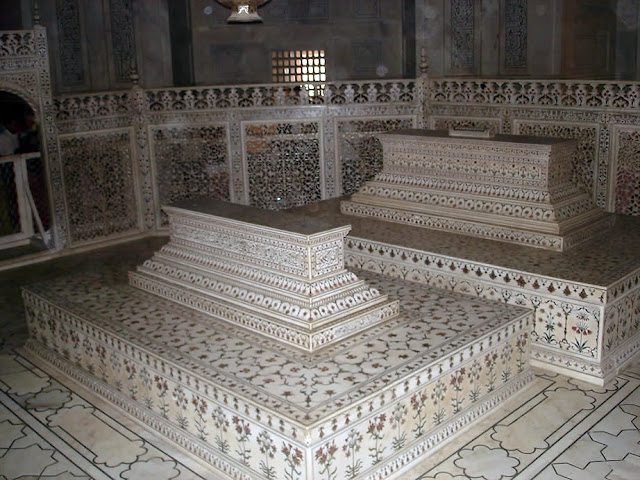 mausoleum of Mumtaz and Sahajan