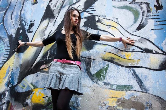 plisowana-tweedowa-spodniczka-stylizacja