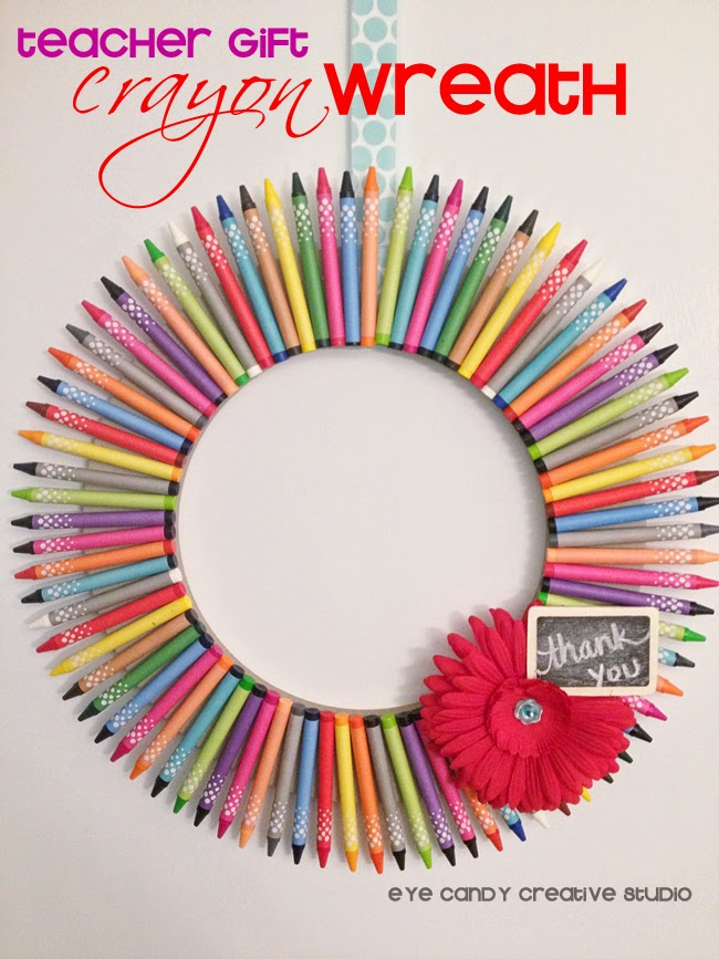 teacher gift, crayon wreath, teacher gift idea, crayon craft, how to make a crayon wreath