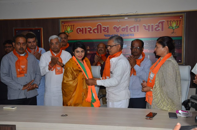 Bjp Breaking News, Team India's star cricketer's wife joins BJP