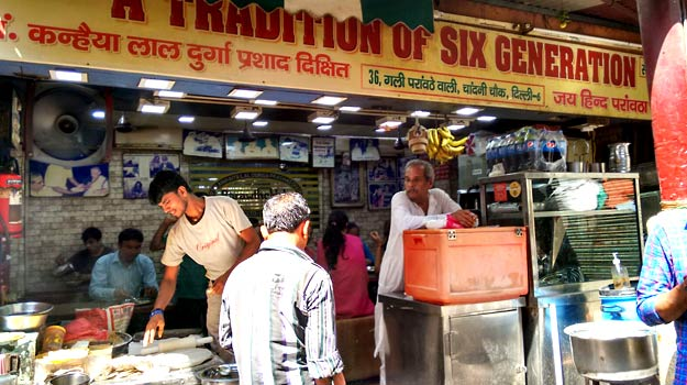 Top 5 Best Places in Delhi to Eat Delicious Street Food