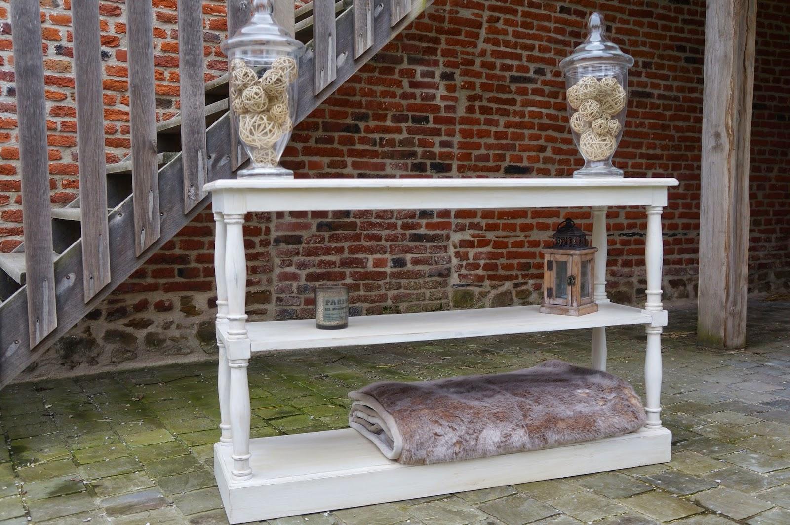 urlu et berlu vente table drapier patin e blanc vieilli. Black Bedroom Furniture Sets. Home Design Ideas