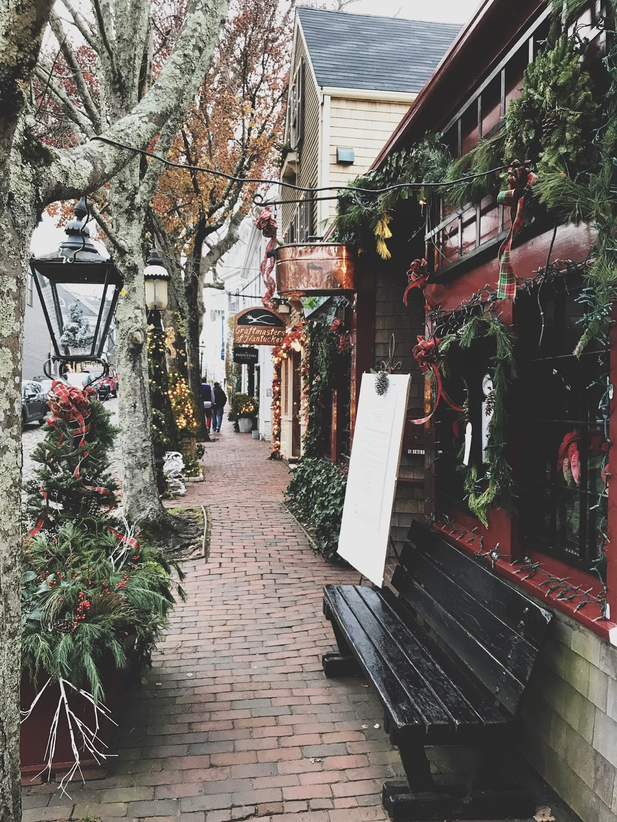 if you follow me on instagram you very likely saw 30 posts that i went to the annual nantucket christmas stroll with a couple girlfriends