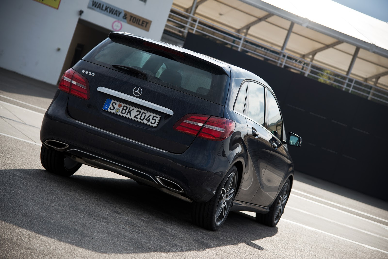 Speed date mit den mercedes benz compact cars in ungarn for Compact mercedes benz