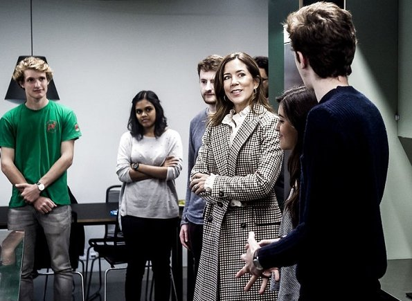 Crown Princess Mary wore striped long wool cashmere coat. Lyngby Campus of Technical University of Denmark #HighTechDTU
