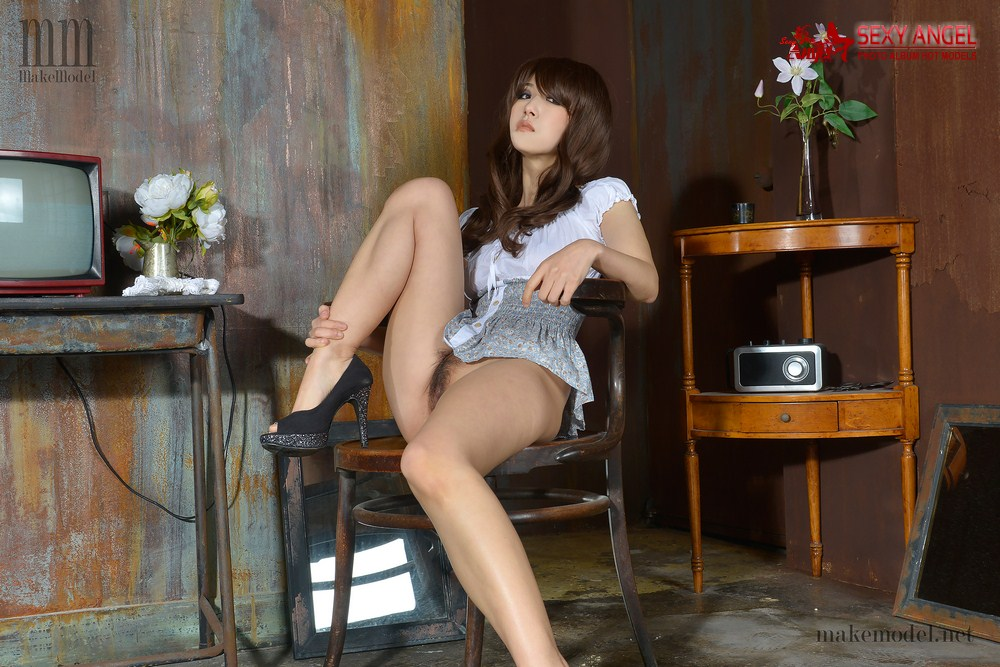 Makemodel 2015 Mina - Alone [114P/515MB]