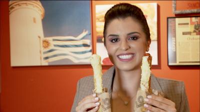 Mônica experimenta um delicioso churros - Divulgação