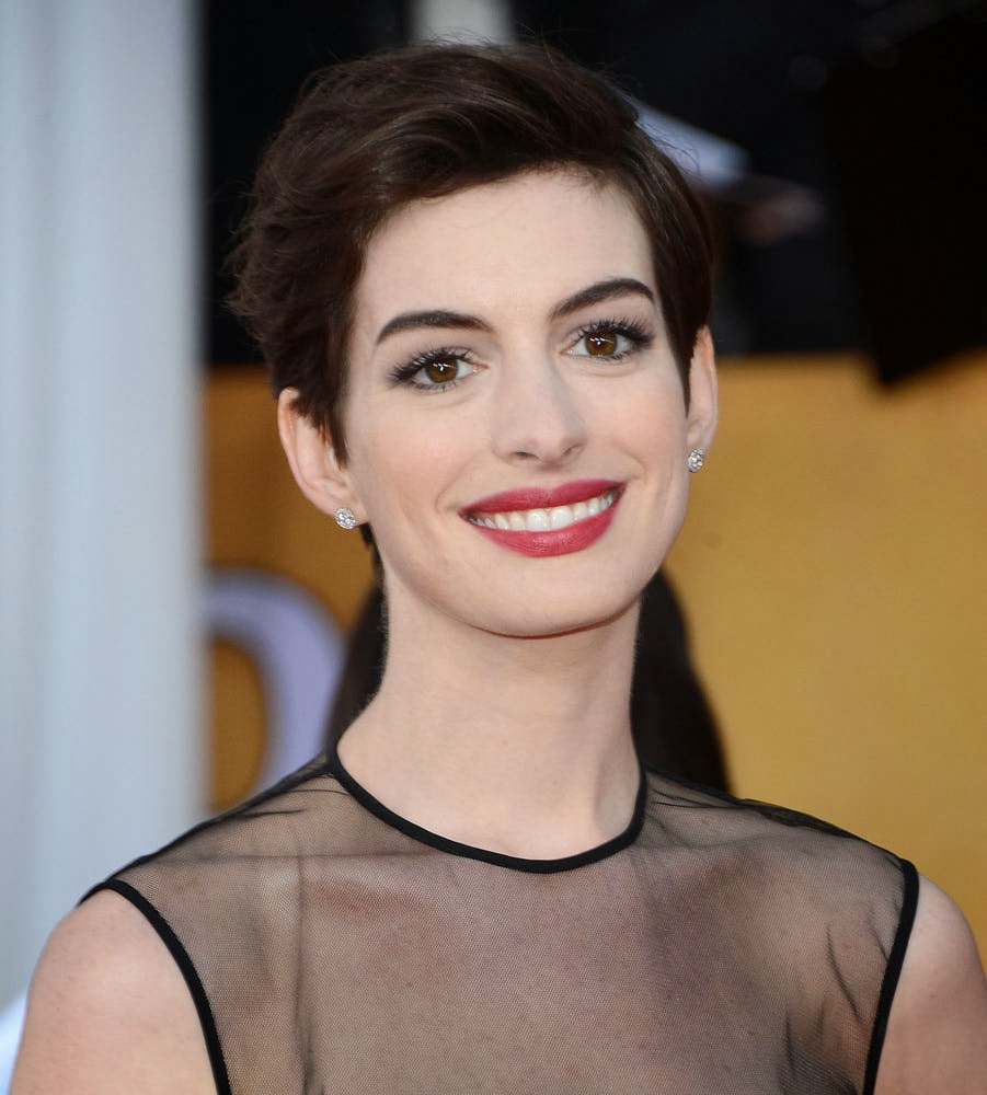 Latest Celebrity  Photos Anne Hathaway Sexy and Hot Wallpapers