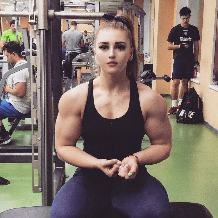 Amino Z Team Womens Weight Lifting Bodybuilding Gym: Girl With A Doll Face And The Body Of A Bodybuilder