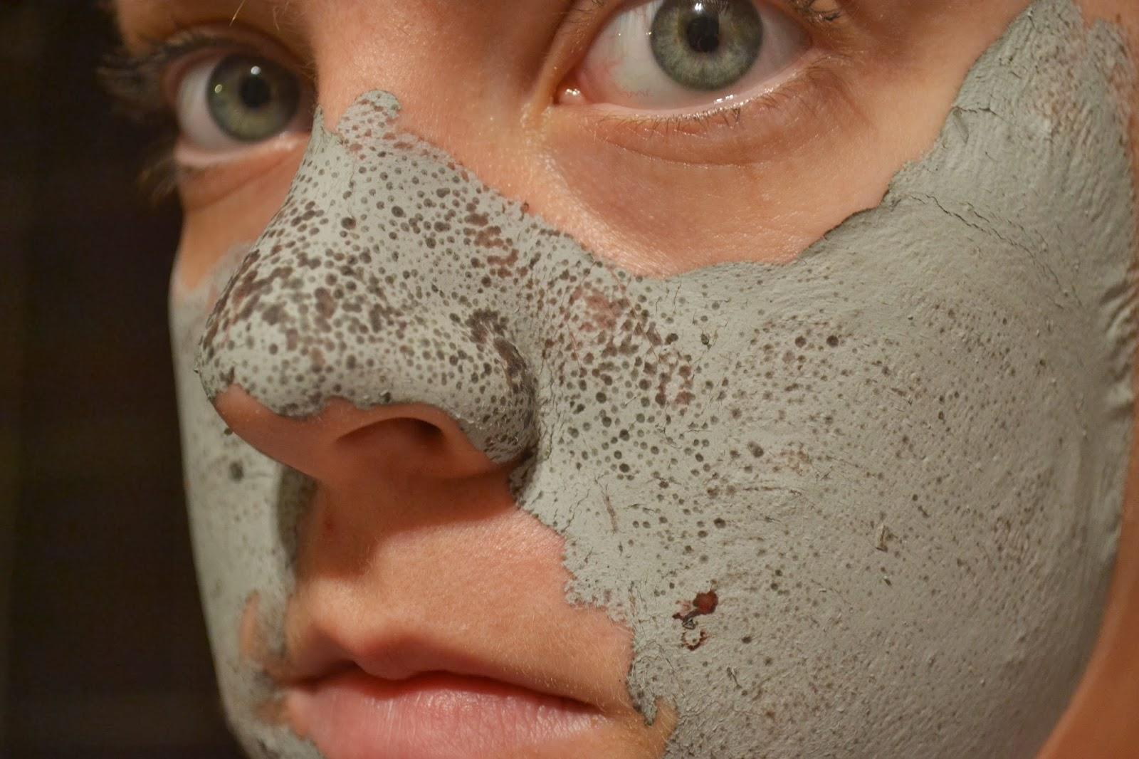 glam-glow-mud-mask-on-skin