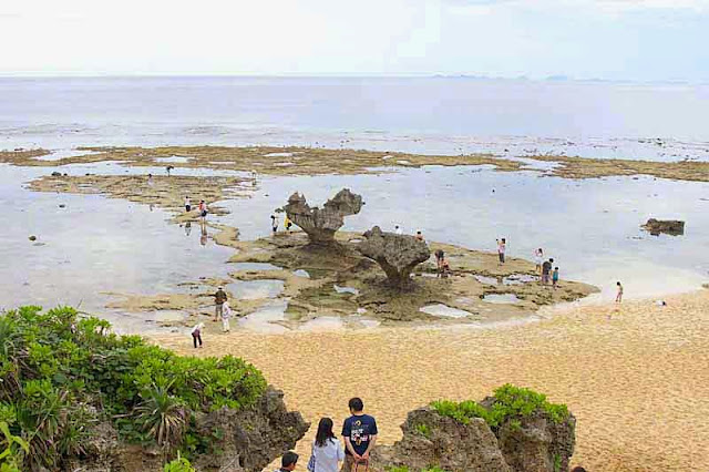 Kouri Island, heart-shaped rock, tourists