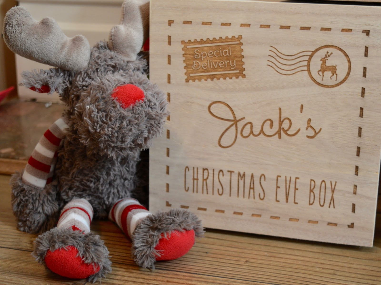 How to Create a Magical Personalised Christmas Eve Box with GettingPersonal.co.uk including ideas for what to put inside.