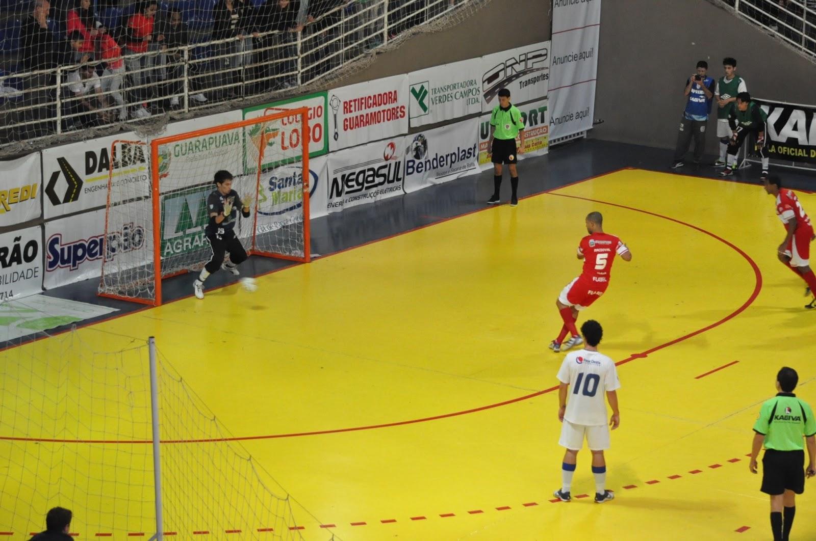 e7271e7363 Pábrio conseguiu penetrar na defesa do Pato Futsal e caiu dentro da área  adversária. A arbitragem marcou pênalti cobrado e convertido ...