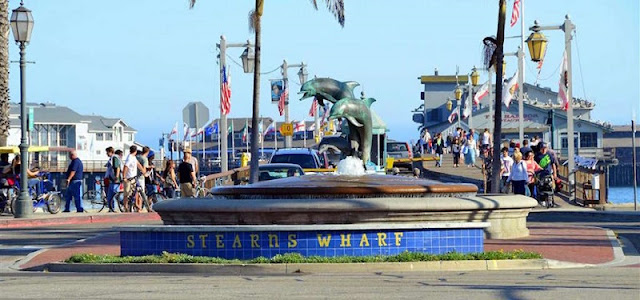 Passeio ao ar livre pelo Stearns Wharf em Santa Bárbara
