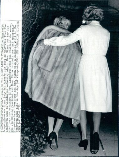 1973 1st Lady Pat Nixon Shares Fur Coat w Alice Roosevelt Longworth