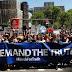 Χιλιάδες διαδηλωτές κατά του Τραμπ ζητούν την αλήθεια για τις σχέσεις με τη Ρωσία