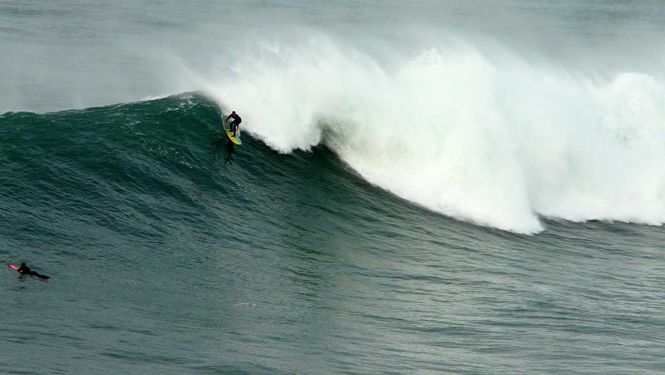 surf menakoz diciembre 2015 olas grandes 26