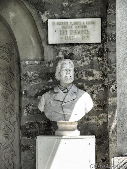 Bustul lui I. Creangă în incinta Mănăstirii Golia unde a locuit o perioadă-blog Foto-Ideea