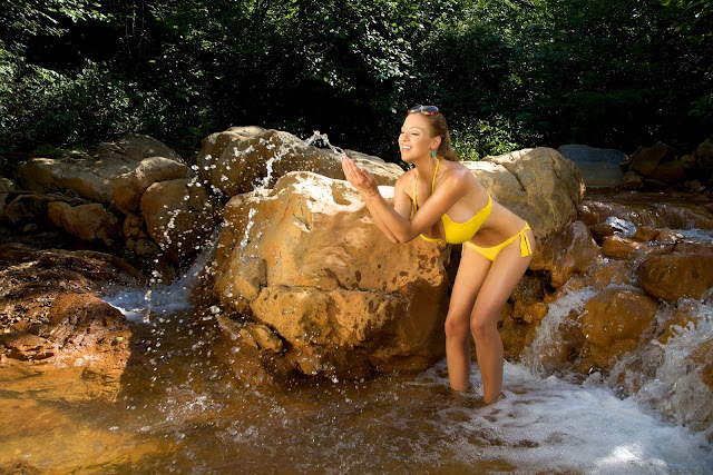 Jordan-Carver-Yellow-River-sexiest-bikini-photoshoot-HD-image-6