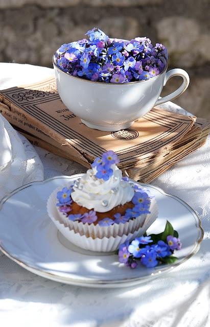 Blütendekoration für Cupcakes.