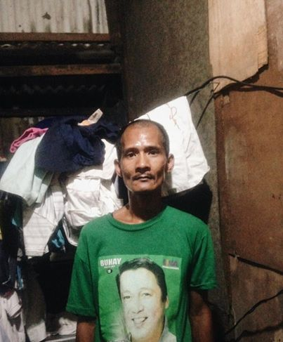 This Selfless Father Only Earns p100-200 a Day, but He Was Given a Treat by the Original Uploader of His Photo Who Even Asked for Help From Netizens!