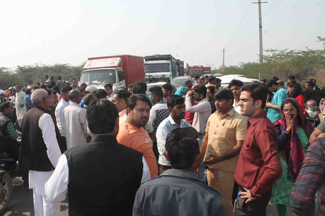 Villagers and students jammed in protest against putting dead animals in Aravali area