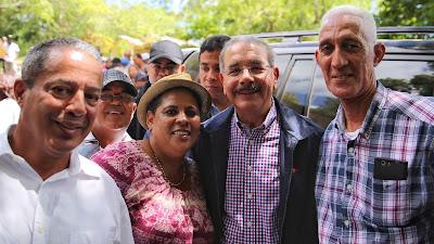 VIDEO: Danilo Medina acude en auxilio de caficultores de Guayubín; instruye reforestar