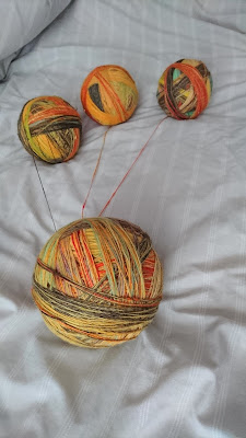Winding a plying ball of singles for handspun yarn combospin project