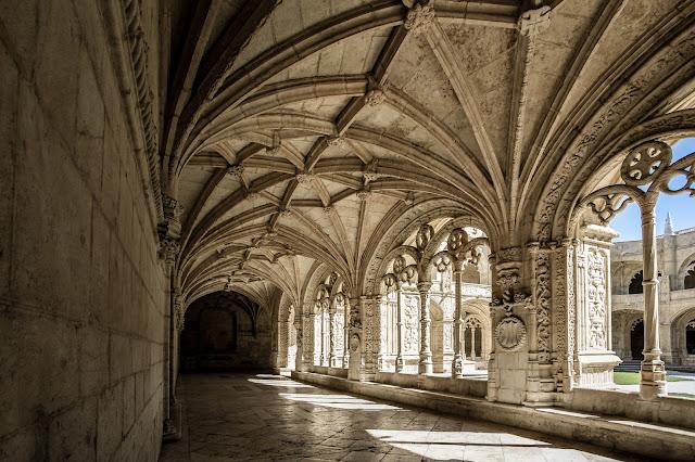 Claustro Bajo del Monasterio de los Jerónimos :: Canon EOS5D MkIII | ISO100 | Canon 17-40@17mm | f/7.1 | 1/125s