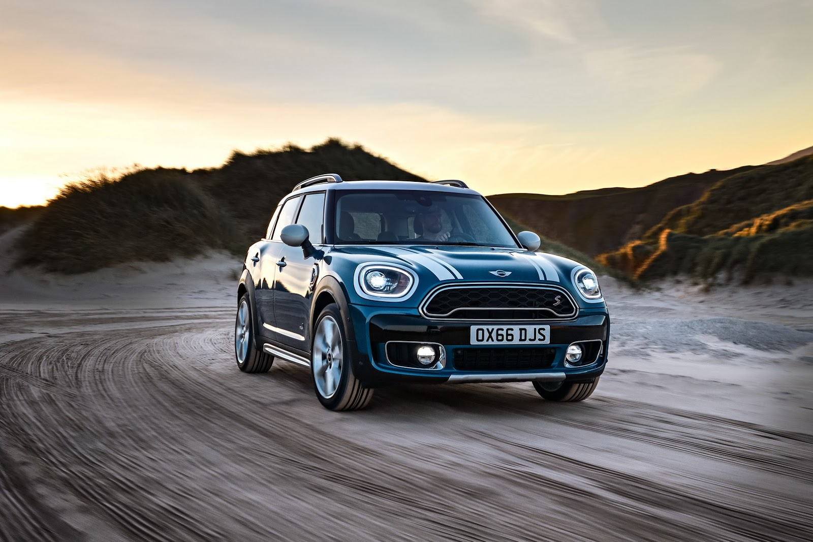 all new 2017 mini countryman is bigger brawnier and comes. Black Bedroom Furniture Sets. Home Design Ideas