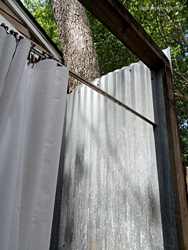 A Secluded Stay at the Bide-A-While Retreat mythriftstoreaddiction.blogspot.com Rustic outdoor shower for bathing under the stars!