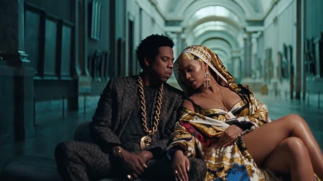 Bey e Jay tornam-se monumentos do museu ao lado da Monalisa e da Vênus de Milo.