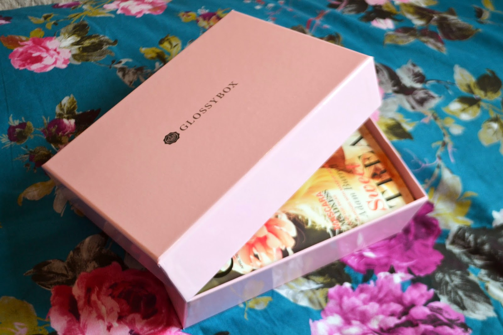 The outside of the pink glossybox