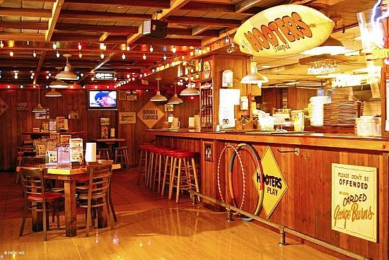 Hooters business analysis