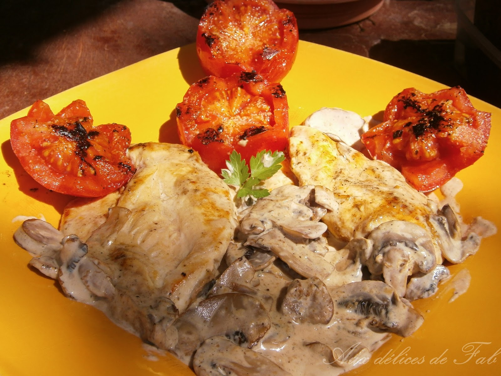 Aux d lices de fab escalopes de poulet la cr me l g re et champignons de paris - Champignon de paris a la poele ...