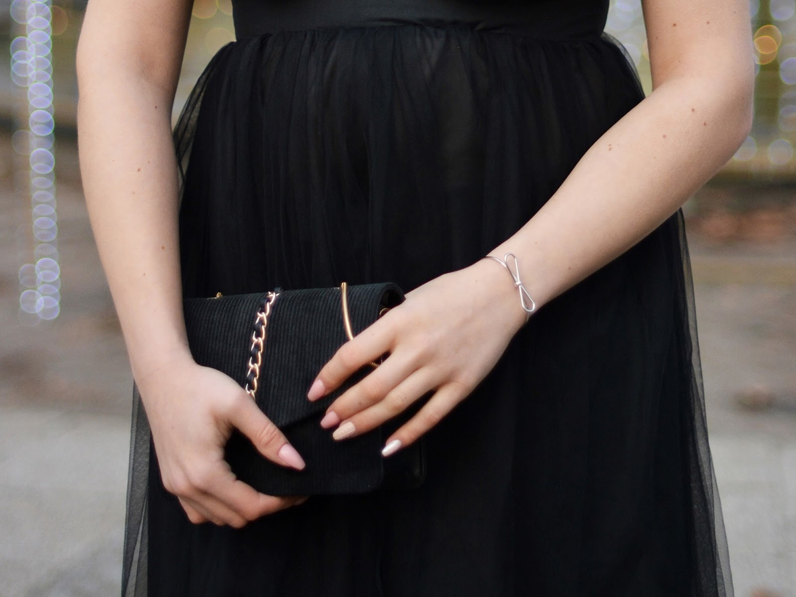 suknia z tiulu