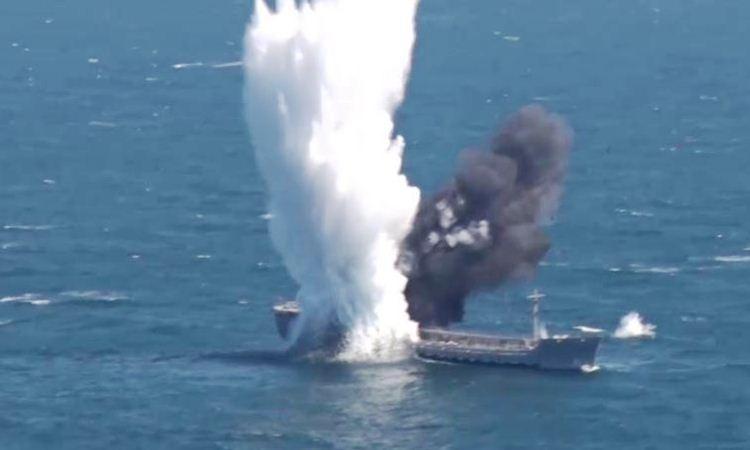 Kapal Tanker dihantam torpedo kapal selam AL Turki